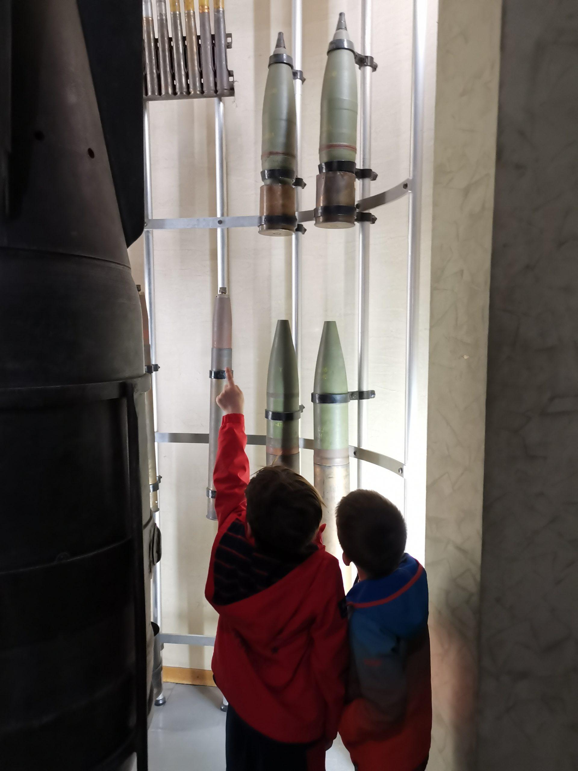posetili smo Vojni muzej. Pričamo o prolaznosti vremena, oružju, istoriji, narodima